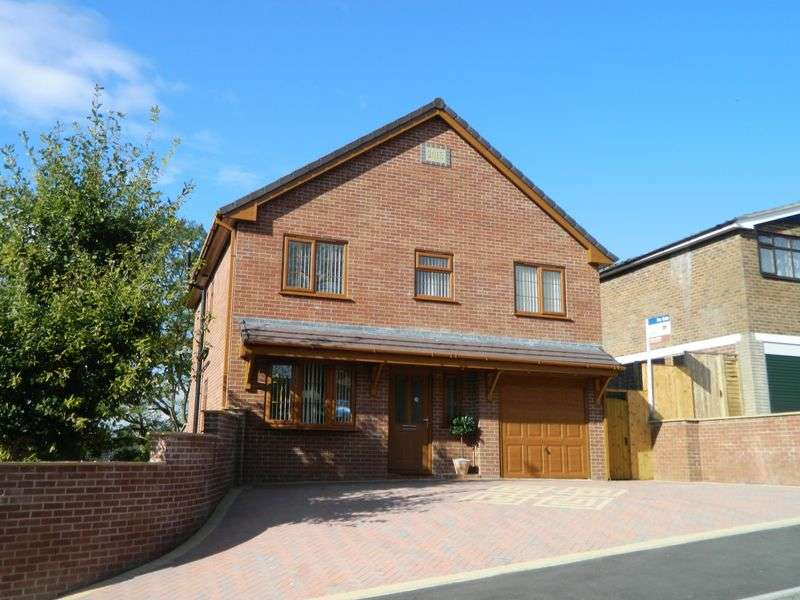 4 Bedrooms Detached House for sale in Wharfedale Road, Congleton