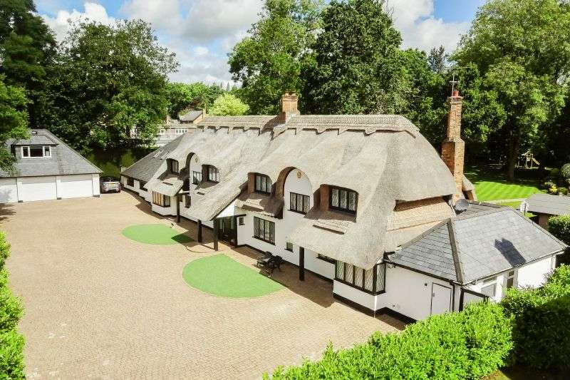 5 Bedrooms Detached House for sale in Loudwater, Hertfordshire, WD3 4JE