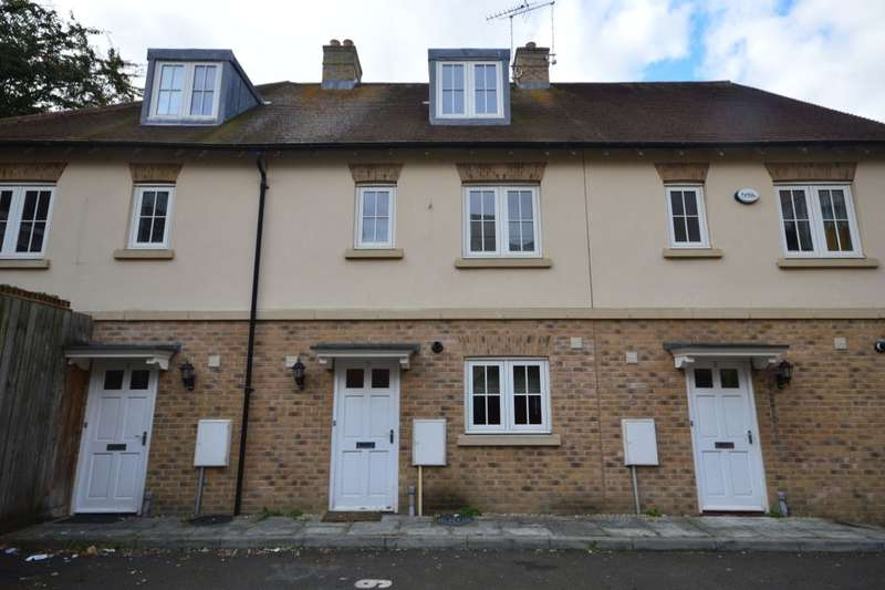 3 Bedrooms Property for sale in Flagstaff Court, Canterbury, CT1