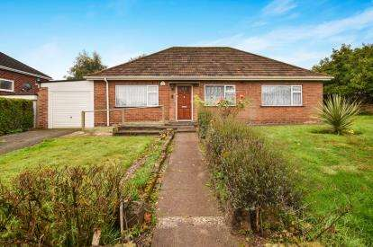 3 Bedrooms Bungalow for sale in Blackwood Drive, Streetly, Sutton Coldfield