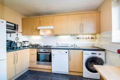 2 Bedrooms Flat for sale in Rainham, ., Essex