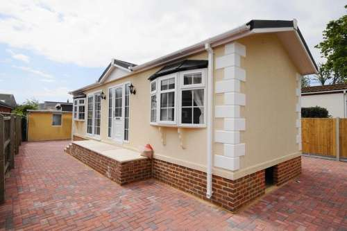 2 Bedrooms Detached House for sale in King George Park, New Milton
