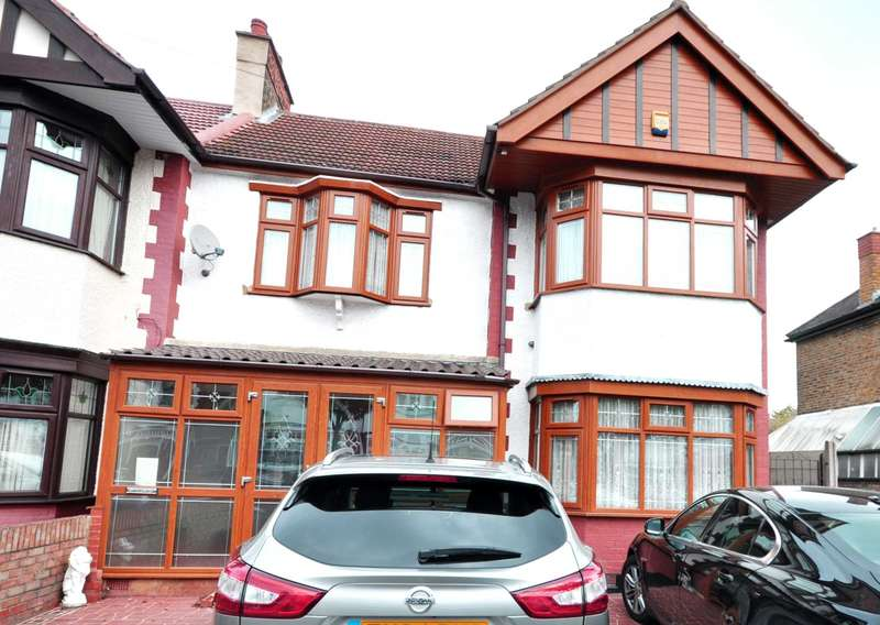 3 Bedrooms End Of Terrace House for sale in Middleton Gardens, Ilford