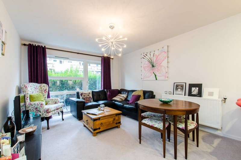 2 Bedrooms Flat for sale in Geoff Cade Way, Bow, E3