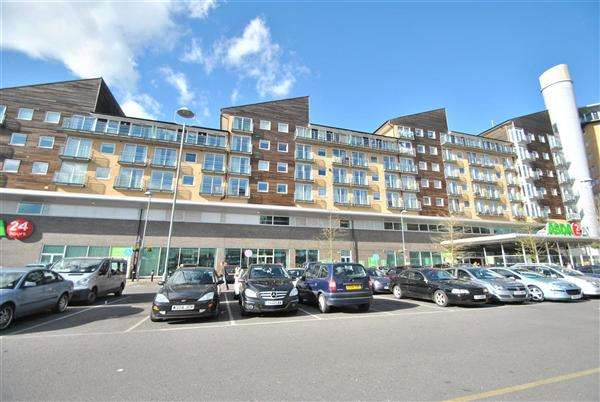 2 Bedrooms Apartment Flat for sale in Camellia House, Tilley Road, Feltham