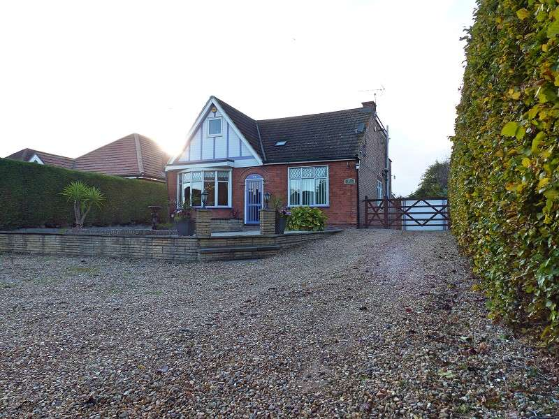 4 Bedrooms Chalet House for sale in Eye Road, Peterborough, Cambridgeshire. PE1 4SG