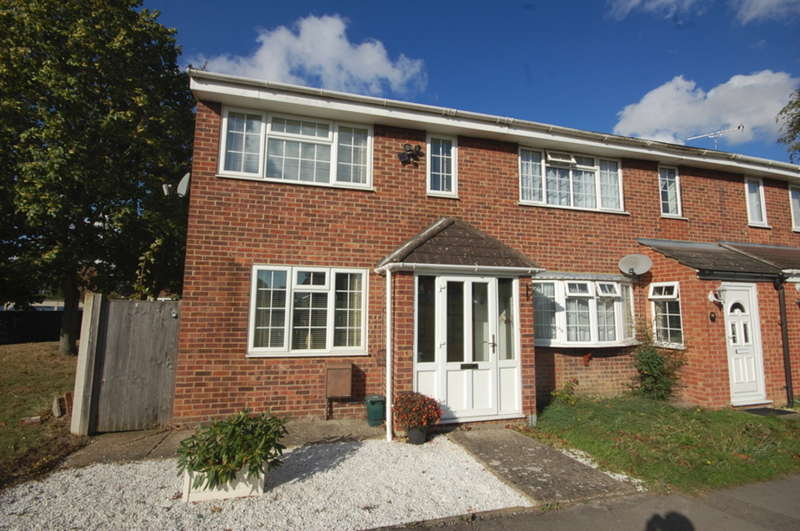 3 Bedrooms End Of Terrace House for sale in Candytuft Road, Springfield, Chelmsford, CM1