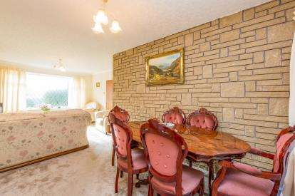 4 Bedrooms Bungalow for sale in Deepdale Drive, Burnley, Lancashire, BB10