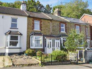 2 Bedrooms Cottage House for sale in Garlands Road, Redhill, Surrey