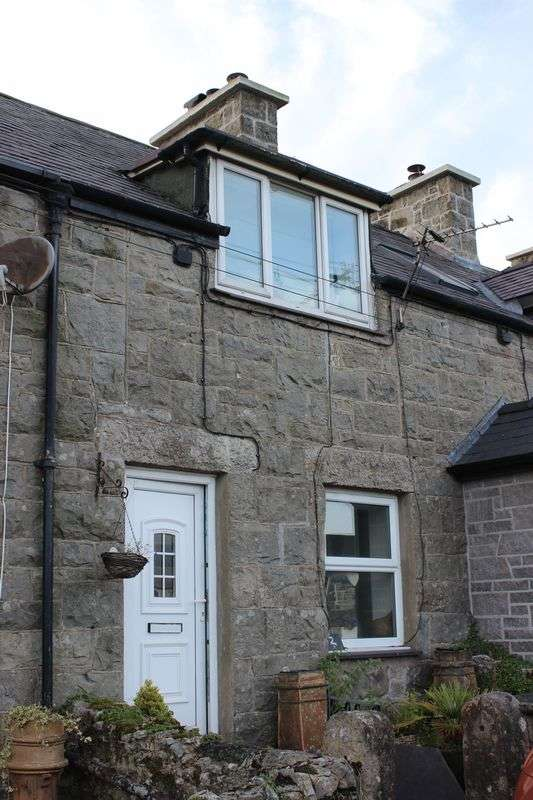 2 Bedrooms Terraced House for sale in Llanbedrgoch, Anglesey