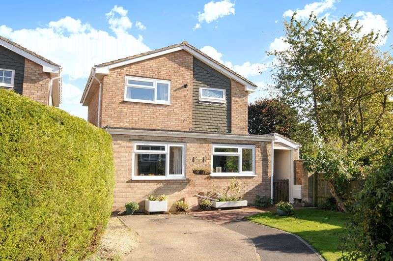 3 Bedrooms Detached House for sale in Albermarle Drive, Grove