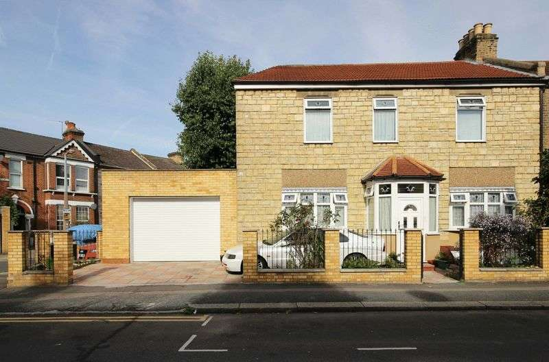 3 Bedrooms Terraced House for sale in Sedgwick Road, London