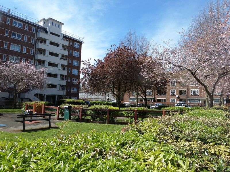 2 Bedrooms Flat for sale in Nelson Road, Portsmouth