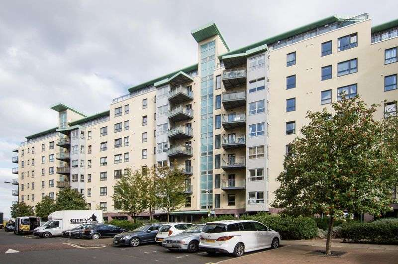 2 Bedrooms Flat for sale in 7/13 Portland Gardens, The Shore, Edinburgh, EH6 6NQ
