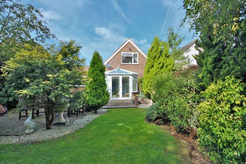 5 Bedrooms Detached Bungalow for sale in Theydon Bois, Essex CM16