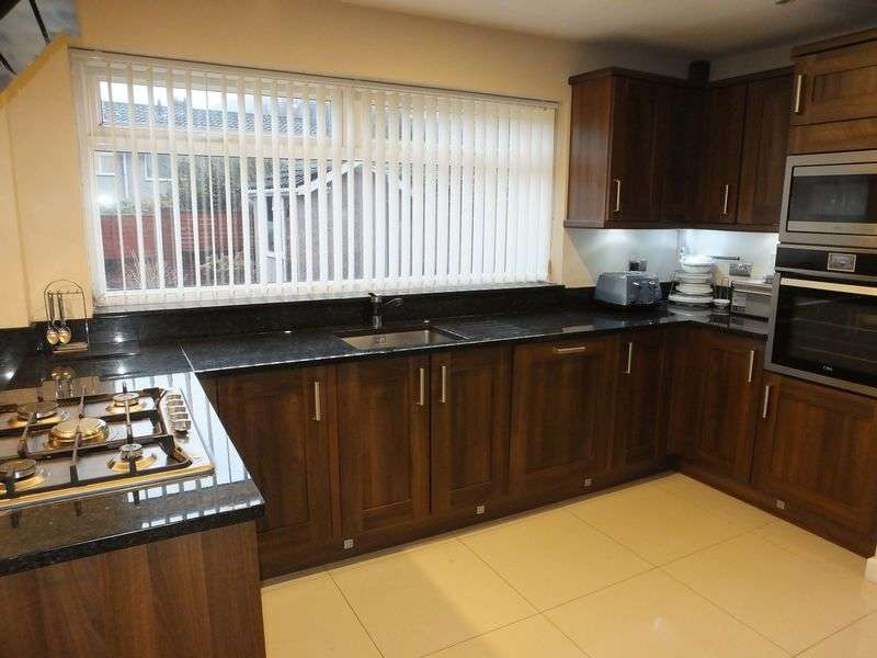 5 Bedrooms Detached House for sale in Orchard Close, Abergavenny