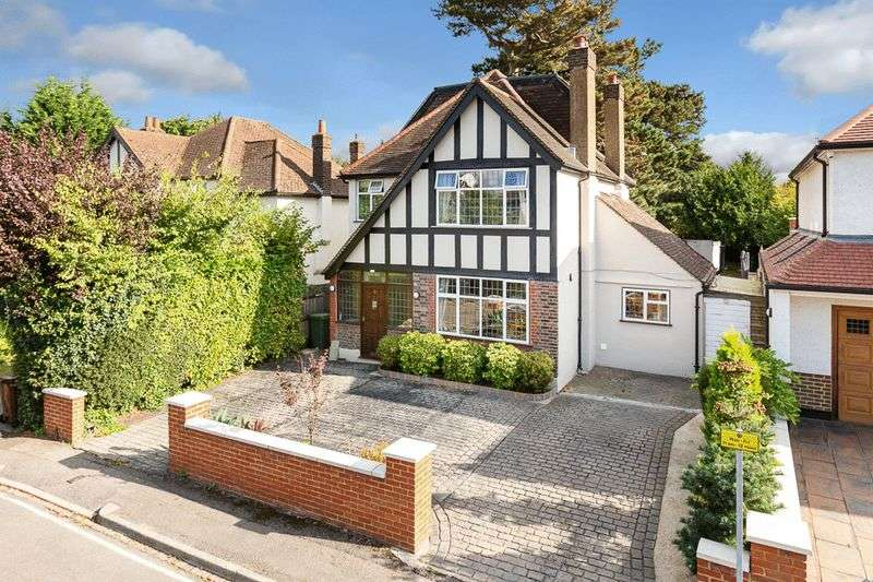 5 Bedrooms Detached House for sale in Conaways Close, East Ewell
