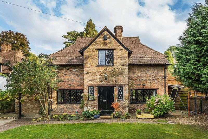 4 Bedrooms Detached House for sale in Harestone Hill, CATERHAM, Surrey