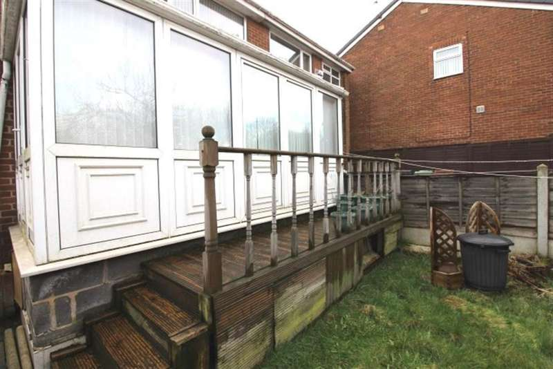 3 Bedrooms Semi Detached House for sale in Swinnow Gardens, Bramley, LS13
