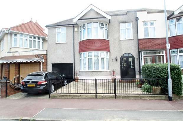 4 Bedrooms Semi Detached House for sale in Cavendish Gardens, Barking, Essex