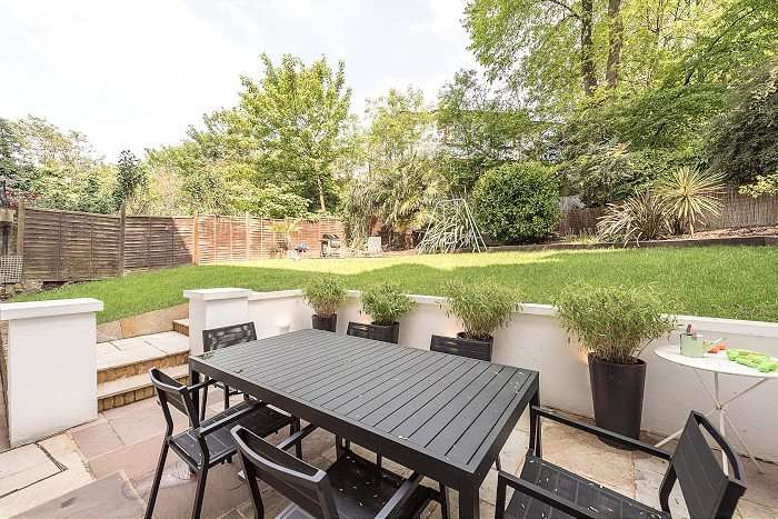 2 Bedrooms Flat for sale in Belsize Park Gardens, Belsize Park, London, NW3