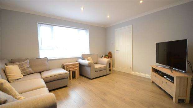 2 Bedrooms Semi Detached Bungalow for sale in Jacob Close, Windsor, Berkshire