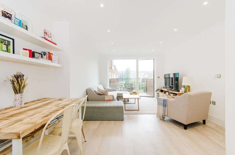 1 Bedroom Flat for sale in Lakeside Drive, Park Royal, NW10