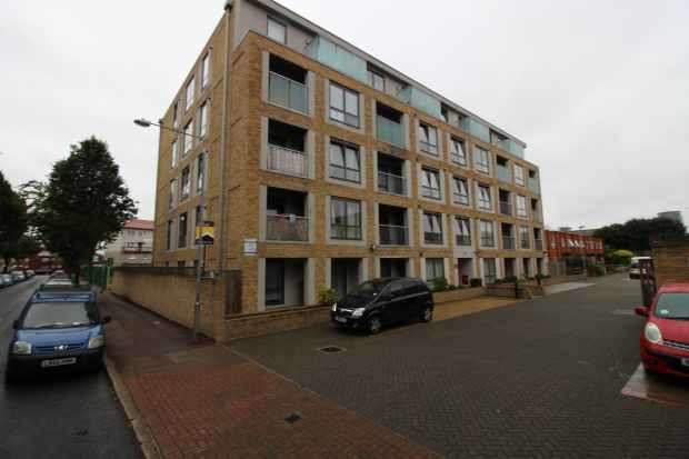 2 Bedrooms Apartment Flat for sale in Ariel Apartments, London, Greater London, E16 1GD