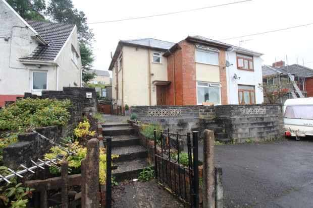 3 Bedrooms Semi Detached House for sale in Bron Y Wawr, Pontardawe, West Glamorgan, SA8 4JY