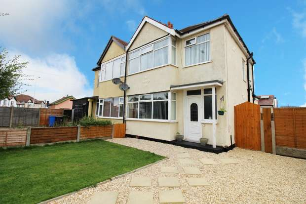 3 Bedrooms Semi Detached House for sale in Cumberland Avenue, Thornton-Cleveleys, Lancashire, FY5 2DA