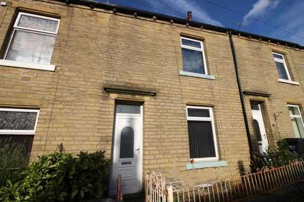 2 Bedrooms Terraced House for sale in Emscote Avenue, Halifax, West Yorkshire, HX1 3AU