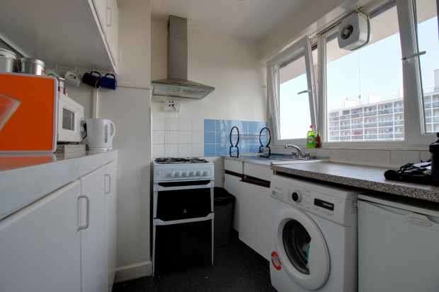 3 Bedrooms Flat for sale in Harper House, Stockwell, Greater London, SW9 7LW