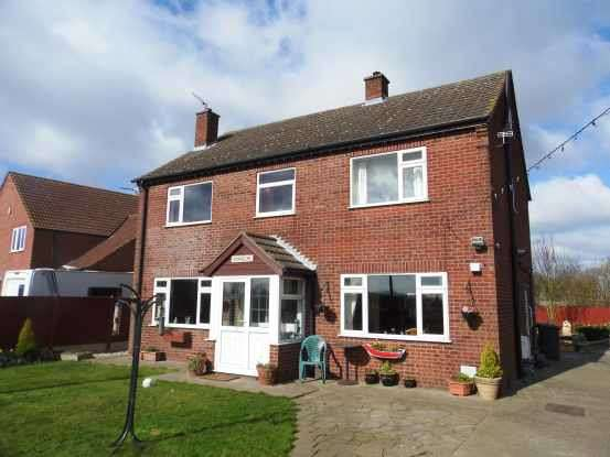 4 Bedrooms Detached House for sale in Peploe Lane, Barrow-Upon-Humber, Lincolnshire, DN19 7PS