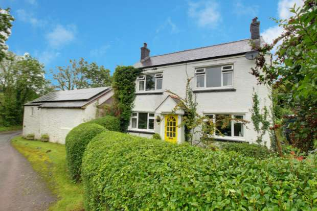 3 Bedrooms Detached House for sale in Gwynfe, Llangadog, Carmarthenshire, SA19 9RH