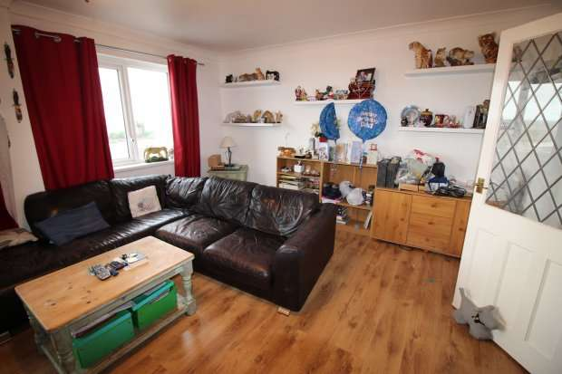 3 Bedrooms Terraced House for sale in North Promenade, Thornton-Cleveleys, Lancashire, FY5 1DB