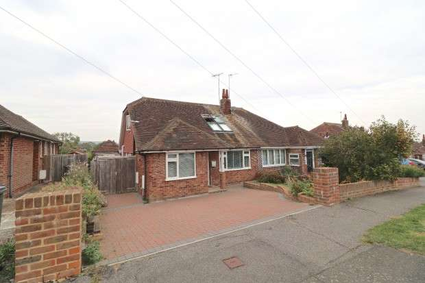 3 Bedrooms Bungalow for sale in Summerlands Road, Eastbourne, BN22