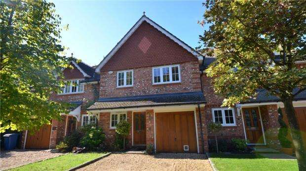 3 Bedrooms Terraced House for sale in Vicarage Grove, Hound Green, Hook