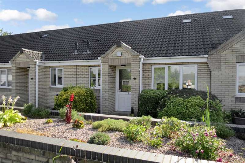 2 Bedrooms Bungalow for sale in Northfield Close, Ruskington