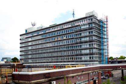 2 Bedrooms Flat for sale in Acre House, Town Square, Sale, Greater Manchester