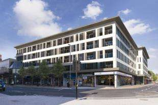 2 Bedrooms Flat for sale in Queensgate, High Street, Redhill