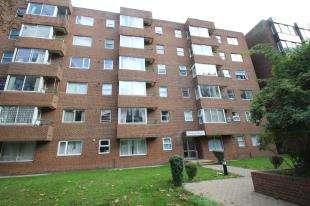 1 Bedroom Flat for sale in Dingwall Road, Croydon, .