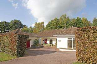 3 Bedrooms Bungalow for sale in Silverwood Copse, West Chiltington, Pulborough, West Sussex