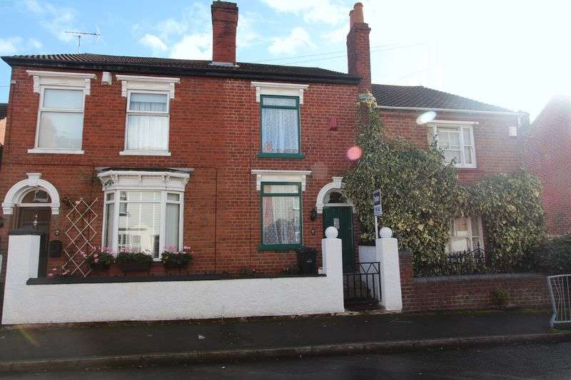 2 Bedrooms Semi Detached House for sale in KINGSWINFORD, Park Street