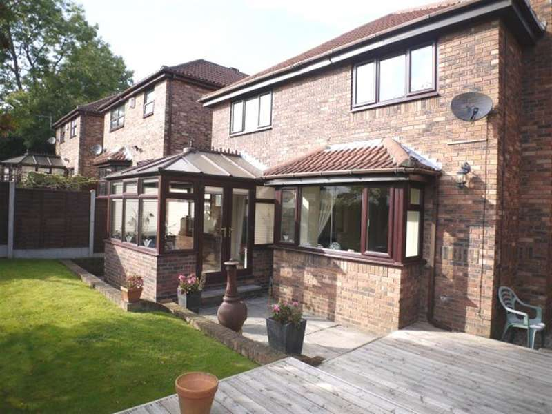 4 Bedrooms Detached House for sale in Spinners Chase, Pudsey,LS28