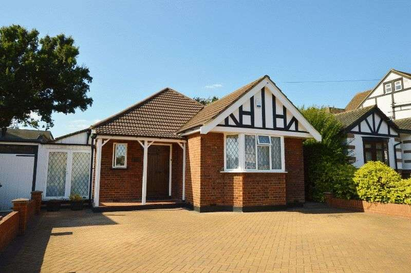 3 Bedrooms Detached Bungalow for sale in Hillview Road, Hatch End