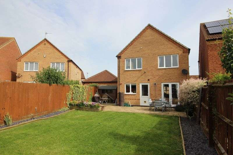 4 Bedrooms Detached House for sale in Newton Drive, Cherry Willingham, Lincoln