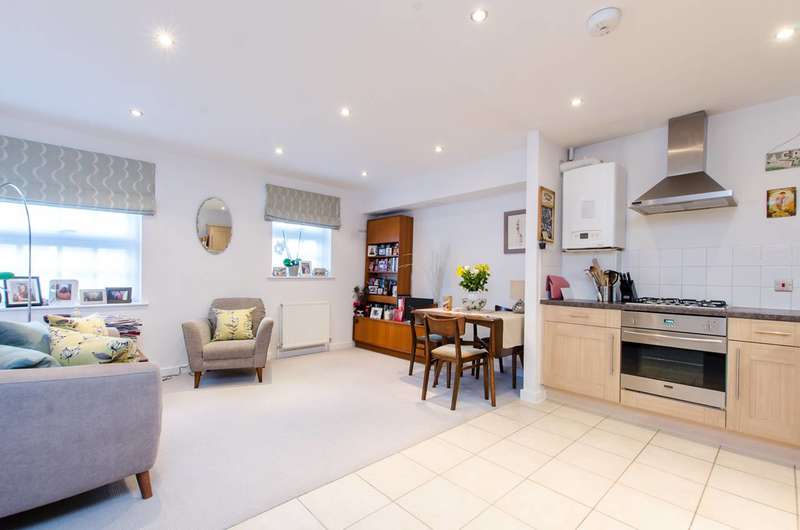 1 Bedroom Flat for sale in St Pauls Way, Bow, E3
