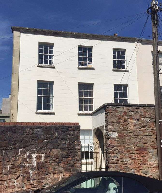 2 Bedrooms Flat for sale in Wetherell Place, Bristol