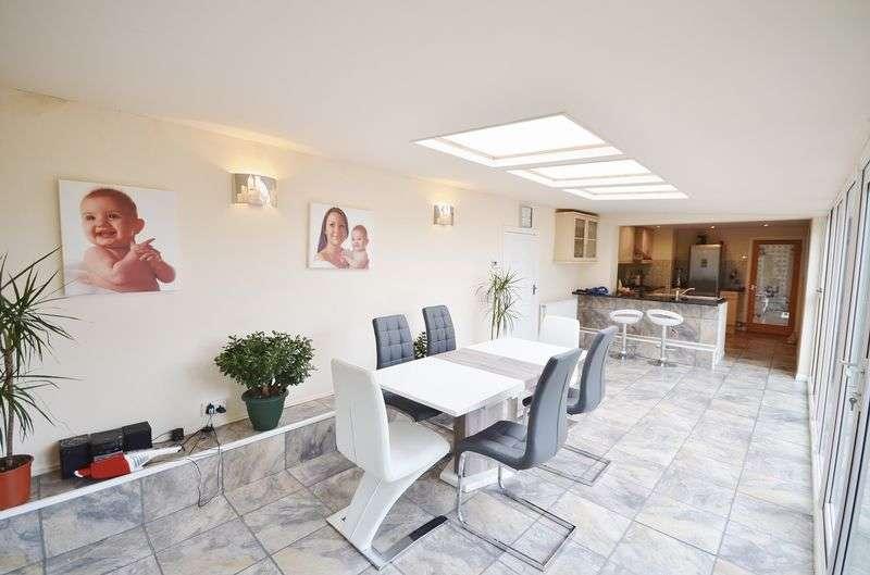 3 Bedrooms Detached House for sale in 15 Levens Close, Poulton-Le-Fylde, FY6 8NJ