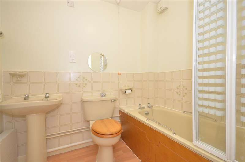 1 Bedroom Flat for sale in Oaklands Road, Havant, Hampshire